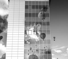 A House full of Ballons (Black&Light Streetphotographie) Tags: mono monochrome urban tiefenschärfe wow dof depthoffield fullframe vollformat city closeup sony streetshots streets streetshooting streetportrait street schwarzweis streetphotographie sw sonya7rii bw blackandwhite blackwhite bokeh bokehlicious blur blurring himmel sky