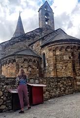 Esperits ?? (Miquel Lleixà Mora) Tags: church romanic esglesia life vida streetlife pedres valldaran nautaran