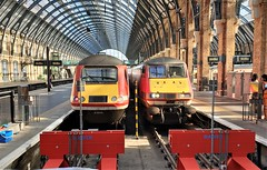 Last Days of the Old High Speeders. (ManOfYorkshire) Tags: 43206 218 225 intercity225 intercity125 train railway trains station kingscross london class43 platforms roof architecture lner londonnortheasternrailway eastcoast traction cloack buffers bufferstops