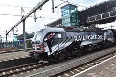 RFL met nieuwe bestickering (Miriam.treinspotter) Tags: rfo goederentrein freighttrain cargotrain lagezwaluwe railforceone trein zug train spoor spoorwegen