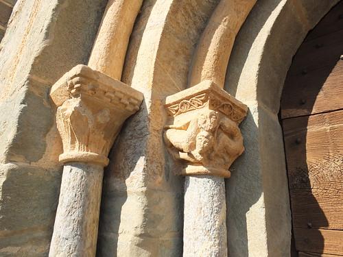 Iglesia de l'Assumpció - Capiteles en la portada 2