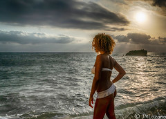 feliz amanecer (josmanmelilla) Tags: melilla mar amaneceres amanecer agua españa modelos modelo belleza nubes pwmelilla flickphotowalk pwdmelilla pwdemelilla