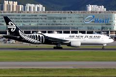 Air New Zealand | Boeing 777-200ER | ZK-OKD | Hong Kong International (Dennis HKG) Tags: airnewzealand newzealand anz nz aircraft airplane airport plane planespotting staralliance canon 7d 100400 hongkong cheklapkok vhhh hkg boeing 777 777200 boeing777 boeing777200 777200er boeing777200er zkokd