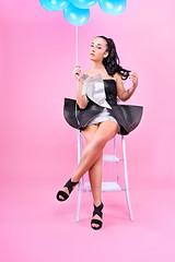 Loly Pop (Rollkidd) Tags: photoshooting modèle model pink studio rose humour pinup offflashcamera strobist blanc escabeau funny diy ballons balloons blue bleu