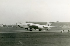 XA930. Royal Air Force Handley-Page Victor B.1 (Ayronautica) Tags: xa930 handleypagevictorb1 1958 september vbomber royalairforce raf bomber sbac eglf fab farnborough military airshow scanned aviation ayronautica