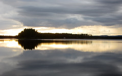 reflection, sunset, water (helena.e) Tags: sunset solnedgång arvidsjur water vatten reflection spegling helenae semester holiday vacation husbil rv motorhome älsa