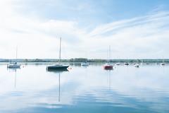 Le Grand Large (Laetitia.p_lyon) Tags: fujifilmxt2 grandlarge eau water lac lake réservoir bateau voilier boat pastel