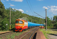 Fosforeskujúci laminát | 240.105 | Lokotrans | BA-Železná studienka (lofofor) Tags: lama laminátka 240 105 240105 súkromník náklad nákladný freight cargo kotle čdc modré ucelenka fosfor fosforeskujúca orange oranžová lokotrans ltb ba bratislava železná železnástudienka studienka studnička zastávka most červenýmost červený škoda laminát súkromná vlaky vlak železnica locomotive lokomotíva rušeň railways rail railroads trains tran sk svk sr slovakia slovensko