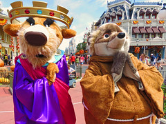 Prince John and Friar Tuck (meeko_) Tags: prince john princejohn lion villain friar tuck friartuck badger robinhood characters disneycharacters mainstreetusa magic kingdom magickingdom themepark walt disney world waltdisneyworld florida mickey minnies surprise celebration mickeyandminniessurprisecelebration