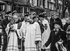 DSC_7419_epgs (Eric.Parker) Tags: april 19 easter 2019 goodfriday procession littleitaly stfrancis assisi church stfrancisofassisi college street jesus christ stationsofthecross christian christianity brassband toronto palm bw