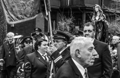 DSC_7396_epgs (Eric.Parker) Tags: april 19 easter 2019 goodfriday procession littleitaly stfrancis assisi church stfrancisofassisi college street jesus christ stationsofthecross christian christianity brassband toronto palm bw