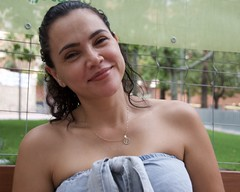 "Viviana, de Colòmbia, una noia que sembla que el seu estat natural sigui el somriure, fotografiada als Jardins Montserrat, Barcelona. (heraldeixample) Tags: heraldeixample bcn barcelona spain espanya españa spanien catalunya catalonia cataluña catalogne catalogna noia girl chica fille menina mädchen merch cailín ragazza pige девушка fată 女の子 jente 女孩 κορίτσι dona woman mujer frau femme fenyw bean donna mulher femeie 女人 kadın женщина หญิง boireannach kobieta 铁 somrís smile sonrisa sourire somriure lächein grin maca bella pretty guapa jolie beautiful belle fermosa 美しい女性 frumoasă 美丽的女人 colòmbia colombia colombiana ngc albert de la hoz"" albertdelahoz"