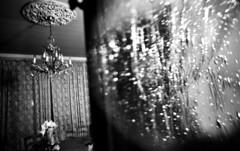 Lustre d'antan (Gwebur) Tags: film rollei retro80s rodinal 150 nikon fe nikkor 24mmf28ai chandelier door house pane bw