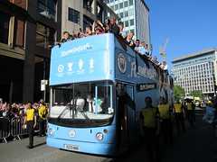 The Bus Business X233NNO 20052019b (Rossendalian2013) Tags: manchestercityfootballclub parade manchester thebusbusiness fourmidables opentop dennis trident alexander alx400 x233nno stagecoachselkent tas233
