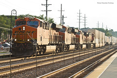 BNSF #6738 East @Downers Grove (tim_1522) Tags: railroad railfanning rail illinois il bnsf burlingtonnorthernsantafe bn burlingtonnorthern racetrack chicago sub subdivision generalelectric gevo es44c4 c449w intermodal doublestack glint orange