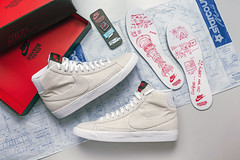 NIKE x Stranger Things Blazer MID. (Andy @ Pang Ket Vui ( shootx2 )) Tags: nike blazer mid stranger things sneaker shoes upside down insole canvas denim pin blueprint paper box suzie starcourt movie netflix