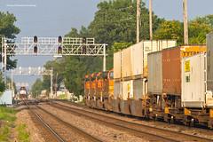 Knock Down the Flashing Yellow (tim_1522) Tags: railroad railfanning rail illinois il bnsf burlingtonnorthernsantafe bn burlingtonnorthern racetrack chicago sub subdivision generalelectric gevo es44c4 c449w emd f40phm2 intermodal doublestack metra passenger commuter