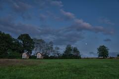 2 kleine Häuschen und der Mond (markusgeisse) Tags: clouds wolken campingplatz edersee sauerland hessen deutschland germany bäume wiese landschaft landscape moon mond nacht night