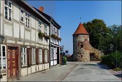 Der Hexenturm in Burg (Christoph Bieberstein) Tags: deutschland germany sachsenanhalt europa europe 2019 fachwerk altstadt burg hexenturm fachwerkhaus stadtbefestigung