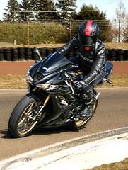 Triumph (driver Photographer) Tags: 摩托车,皮革,川崎,雅马哈,杜卡迪,本田,艾普瑞利亚,铃木, オートバイ、革、川崎、ヤマハ、ドゥカティ、ホンダ、アプリリア、スズキ、 aprilia cagiva honda kawasaki husqvarna ktm simson suzuki yamaha ducati daytona buell motoguzzi triumph bmw driver motorcycle leathers dainese motorrad