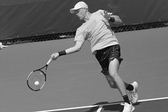 norland d. cruz photography: british tennis player kyle edmund smacks the ball during practice day at the us open 2019 in new york (in black and white) (norlandcruz74) Tags: wilson nike iso high speed shutter shutterbug sports sport event majors major tournament grandslam telephoto telefoto zoom lens 70300mm nikkor d7200 dx nikon photographer american filipino pinoy norlandcruz day practice flushingmeadows queens york new ny summer august 2019 usopen britain british brit men tour atp player tennis singles kyle edmund
