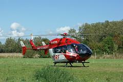 Rettungshubschrauber in Altefähr (Carl-Ernst Stahnke) Tags: altefähr seebad rettungshubschrauber wiese landeplatz notarzt helicopter hubschrauber luftrettung