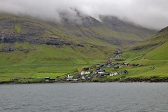 Bøur (edlion259) Tags: bøur vagar foroyar føroyar faroeislands faroese isolefaroe oceano oceanoatlantico ocean atlanticocean boat fog foggy mist mountains mountain montagna montagne fiume river waterfall water acqua verde green allaperto landscape island islands visitfaroeislands
