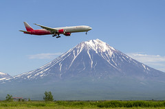 EI-GEU Rossiya - Russian Airlines Boeing 777-31H(ER) (Zhuravlev Nikita) Tags: spotting elizovo kamchatka uhpp pkc sdm rossiya boeing 777 b77w