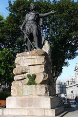 Wreath,William Wallace Statue,Rosemount Viaduct,Aberdeen_aug 19_778 (Alan Longmuir.) Tags: grampian aberdeen rosemountviaduct williamwallacestatue wreath