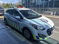 Policie / Police Car - Prague Airport - Czech Republic (firehouse.ie) Tags: cars car automobile cops prague police praha cop autos hyundai automobiles policie hyundais l'auto mestskapolicie i30