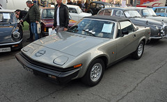 Triumph TR7 cabriolet (1981) // MI-X41470 (baffalie) Tags: auto voiture ancienne vintage classic old car coche retro expo italia sport automobile racing motor show collection club course race circuit italie padoue fiera moto bike motorbike motocycle