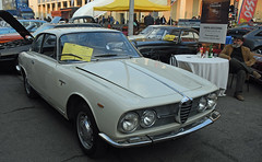 Alfa Romeo 2000 sprint coupé (1962) // FO-67179 (baffalie) Tags: auto voiture ancienne vintage classic old car coche retro expo italia sport automobile racing motor show collection club course race circuit italie padoue fiera moto bike motorbike motocycle