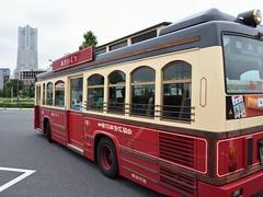 Let's get going! (Abhay Parvate) Tags: あかいくつ akaikutsu minatomirai みなとみらい yokohama 横浜 kanagawa 神奈川県 bus colors city cityscape landmarktower