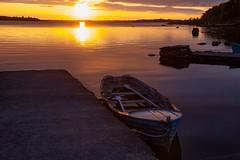 Lough Corrib - Connemara (gopillentes) Tags: irlande connemara loughcorrib oughterard ireland lake lac aube soleil dawn sun reflection reflets barque boat jetée nuages clouds landscape paysage