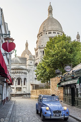 Montmartre [FR] (ta92310) Tags: france europe travel paris montmartre morning matin golden goldenhour citroen 2cv sacrécoeur eglise church basilica basilique architecture dawn city 75 summer 2019 canon