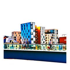 des couleurs sur la passerelle (Marie Hacene) Tags: nantes passerelle architecture vélo bicyclette passant ville street