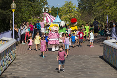 DAQ_8306r (crobart) Tags: rainbow bridge peanuts characters canadas wonderland cedar fair amusement theme park