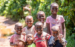 African kids (cradenborg) Tags: c cceradenborg 2019 africa dianibeach kenia kenya kinderen kwale openbaar public