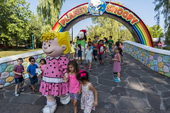 EAE_3261r (crobart) Tags: rainbow bridge peanuts characters canadas wonderland cedar fair amusement theme park