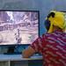 Mann mit Pikachumütze spielt das Action-Rollenspiel Monster Hunter World, auf der Gamescom