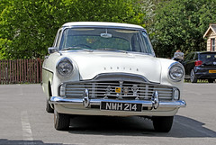 Ford Zodiac (1963) (Roger Wasley) Tags: ford zodiac nmh214 toddington classic car vehicle gloucestershire 1963