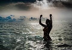 refrescándose a contraluz. (josmanmelilla) Tags: melilla mar agua playas playa modelos modelo belleza nubes pwmelilla flickphotowalk pwdmelilla pwdemelilla pwml19agosto