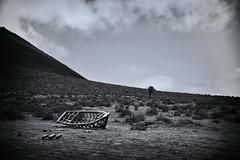 Desert Ship (RadarO´Reilly) Tags: lanzarote kanaren canaryislands boot ship wüste desert landschaft landscape berg hill sw bw schwarzweis blackwhite blanconegro monochrome noiretblanc zwartwit