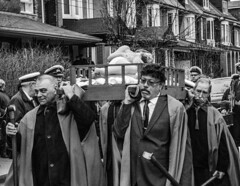 DSC_7428_epgs (Eric.Parker) Tags: april 19 easter 2019 goodfriday procession littleitaly stfrancis assisi church stfrancisofassisi college street jesus christ stationsofthecross christian christianity brassband toronto palm bw