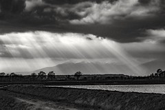 2019-08-22_11-57-49 (laserpizio) Tags: canoneos200d 50mm blackandwhite blackwhitephoto landscapes light clouds mountains water