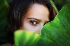 Mirada (AriCatalán) Tags: boy verde green hoja kid mirada niño glance eye ojo