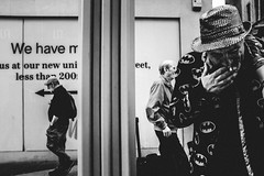 Street (MJ Black) Tags: liverpool liverpoolstreetphotography mono monochrome monochromephotography north northwest merseyside street streetphoto streetphotograph streetphotography streets streetscene streetportrait x100f 23mm fuji fujix100f fujifilmx100f fujifilm shadows shadow highcontrast bw bwphotography blackandwhite blackandwhitephotography streetperformer f8