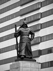 Iconic Admiral (Mondmann) Tags: icon statue korean navalcommander admiralyisunsin seoul gwanghwamunsquare nationalhero korea yisunsin admiralyi monument southkorea rok republicofkorea monochrome bw blackandwhite mondmann fujifilmxt10