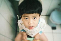 蹲嗯嗯 (奈勒斯 / LINUS) Tags: nikon f100 film filmcamera portrait kid child boy son