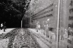 (a└3 X) Tags: street alexfenzl black withe blackwithe streetphoto people person blackandwithe monochrome streetphotography bw 3x city citylife urban menschen a└3x availablelight wow mono leute menschenbilder schwarzweis berlin